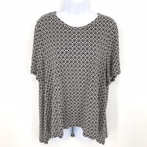 H&M Black and White Short Sleeve High Low Top